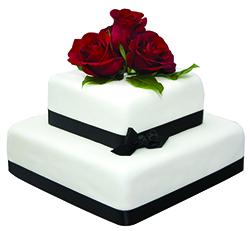 Τούρτα με τριαντάφυλλα και παπιγιόν μαύρο